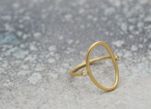 Kira Helmer - Oval, ring
